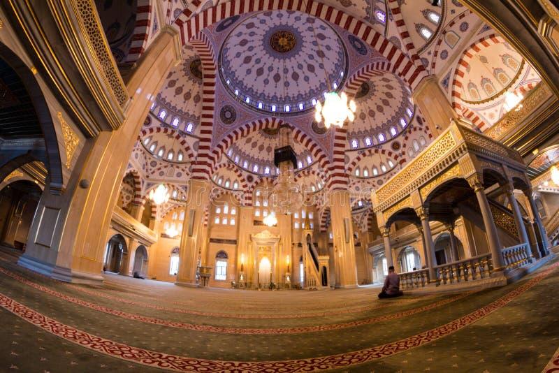 Εσωτερικό του μουσουλμανικού τεμένους η καρδιά Τσετσενίας στοκ φωτογραφίες