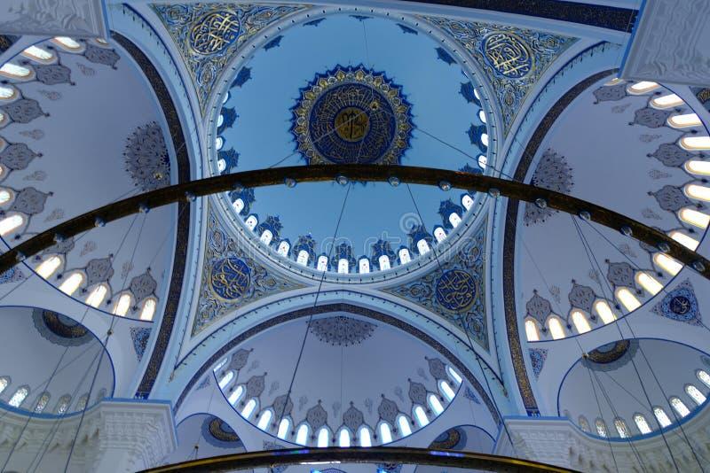 Εσωτερικό του μουσουλμανικού τεμένους Camlica μουσουλμανικών τεμενών Camlica στοκ φωτογραφία