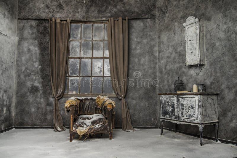 Εσωτερικό του παλαιού εγκαταλειμμένου σπιτιού στοκ φωτογραφία με δικαίωμα ελεύθερης χρήσης