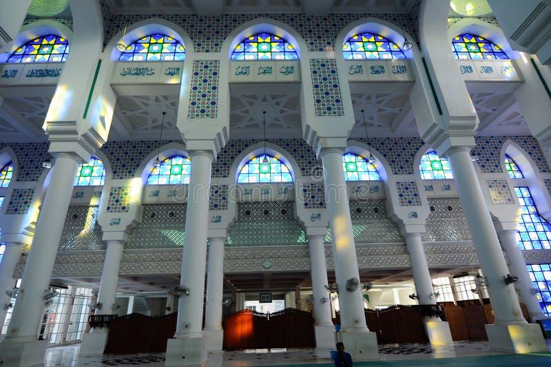 Εσωτερικό του σουλτάνου Ahmad Shah 1 μουσουλμανικό τέμενος σε Kuantan στοκ φωτογραφία με δικαίωμα ελεύθερης χρήσης
