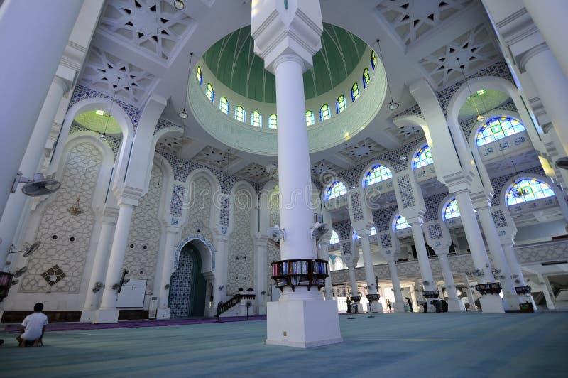 Εσωτερικό του σουλτάνου Ahmad Shah 1 μουσουλμανικό τέμενος σε Kuantan στοκ φωτογραφία