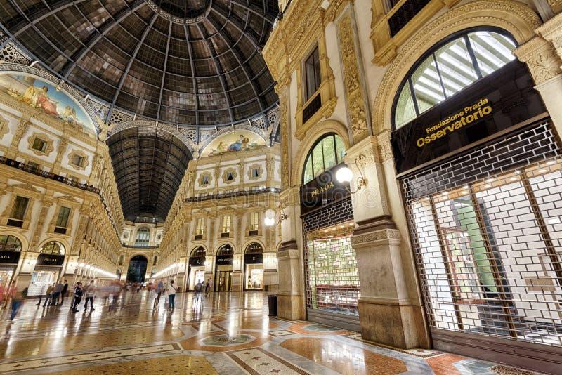 Εσωτερικό Galleria Vittorio Emanuele ΙΙ στο Μιλάνο τη νύχτα στοκ φωτογραφία με δικαίωμα ελεύθερης χρήσης
