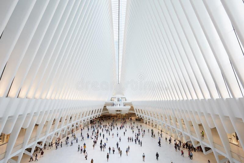 Εσωτερικό Oculus του άσπρου σταθμού παγκόσμιου εμπορίου στη Νέα Υόρκη στοκ εικόνα