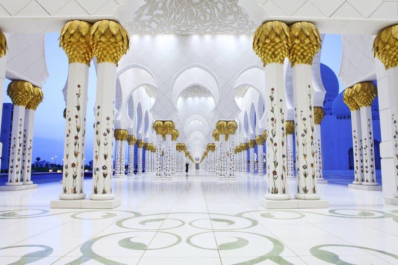 Εσωτερικό Sheikh του μουσουλμανικού τεμένους Zayed, Αμπού Νταμπί στοκ φωτογραφίες