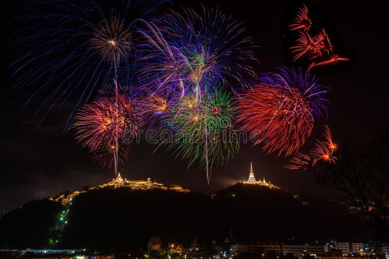 Ετήσια όμορφα ζωηρόχρωμα πυροτεχνήματα φεστιβάλ στοκ φωτογραφίες