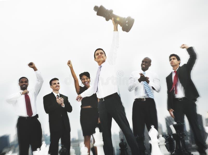 Εταιρική έννοια ομάδας λύσης ομάδας συναδέλφων σκακιού στοκ φωτογραφία με δικαίωμα ελεύθερης χρήσης