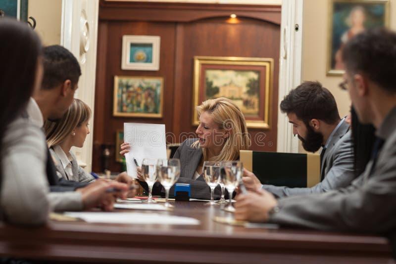 Εταιρική έννοια συζήτησης διασκέψεων συνεδρίασης των επιχειρηματιών στοκ φωτογραφία με δικαίωμα ελεύθερης χρήσης