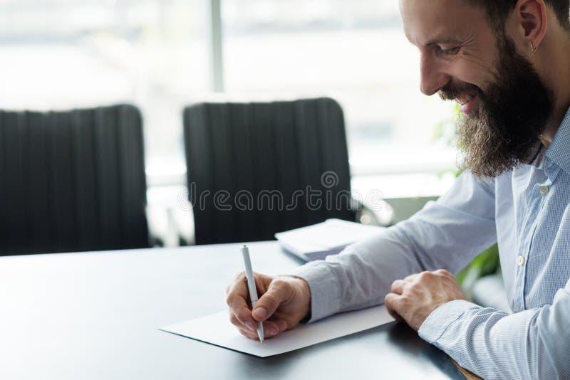 Εταιρική επιστολή επιχειρησιακών ατόμων γραφικής εργασίας ζωής στοκ εικόνα