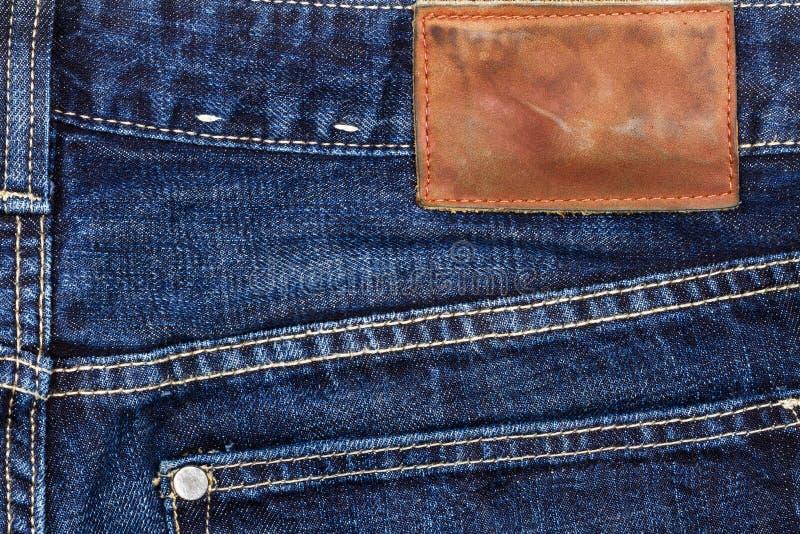 Ετικέτα που ράβεται το τζιν παντελόνι στοκ φωτογραφίες