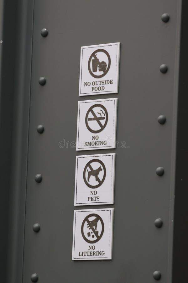 Ετικέτες απαγόρευσης. στοκ φωτογραφία με δικαίωμα ελεύθερης χρήσης