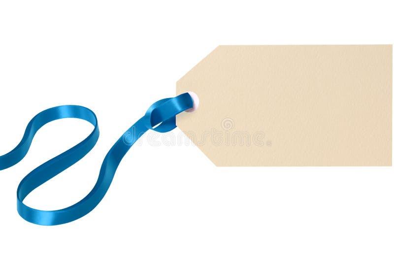 Ετικέττα δώρων Χριστουγέννων με την μπλε κορδέλλα που απομονώνεται στο άσπρο υπόβαθρο στοκ εικόνα με δικαίωμα ελεύθερης χρήσης