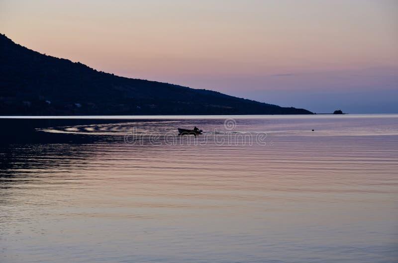 Ευγενείς κυματισμοί, Κόλπος του κόλπου Corinth στη Dawn, Ελλάδα στοκ φωτογραφία με δικαίωμα ελεύθερης χρήσης