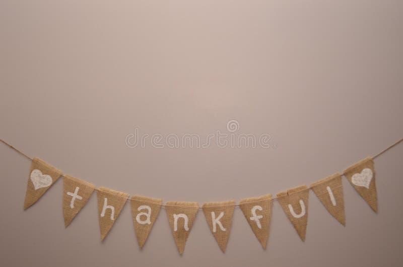 Ευγνώμον burlap σημάδι στο ελαφρύ μπεζ υπόβαθρο στοκ εικόνα με δικαίωμα ελεύθερης χρήσης