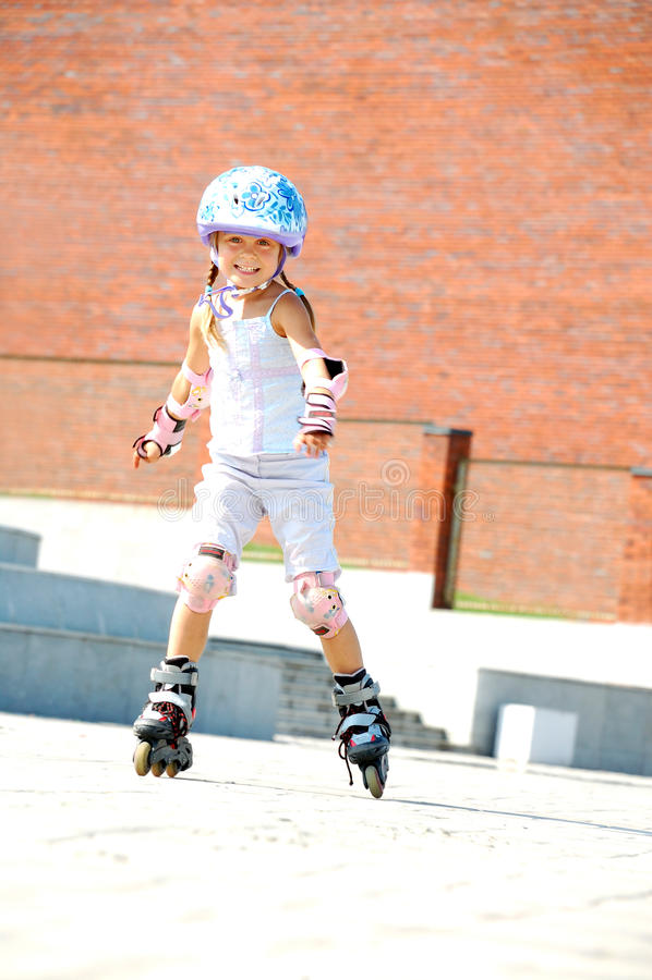 ευθύγραμμα σαλάχια rollerblade παιδιών στοκ φωτογραφία