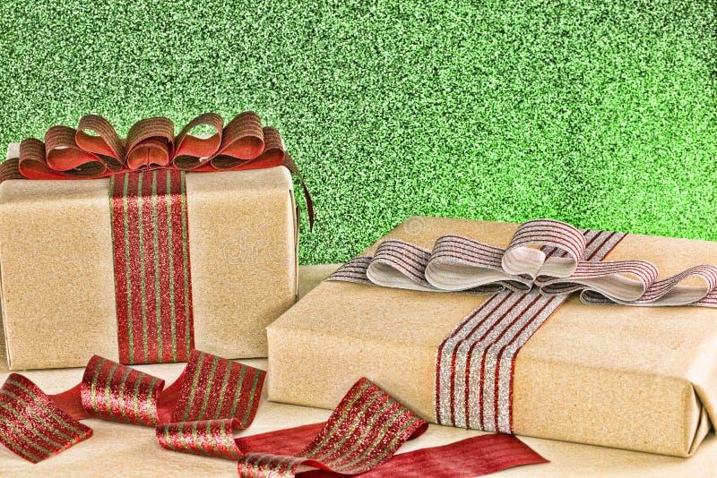 Download λευκό απομόνωσης δώρων Χριστουγέννων Στοκ Εικόνες - εικόνα από χριστούγεννα, δώρο: 62708464