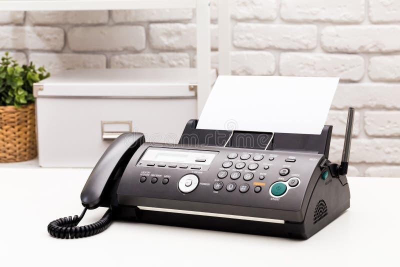 λευκό μηχανών απεικόνισης fax ανασκόπησης στοκ φωτογραφίες