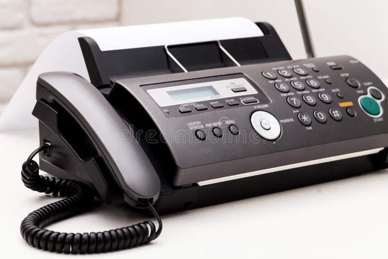 λευκό μηχανών απεικόνισης fax ανασκόπησης στοκ εικόνες με δικαίωμα ελεύθερης χρήσης