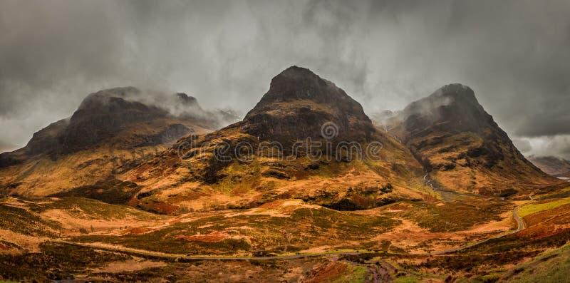 Ευμετάβλητος ένας πανοραμικός των τριών βουνών αδελφών σε Glencoe Σκωτία στοκ φωτογραφία με δικαίωμα ελεύθερης χρήσης