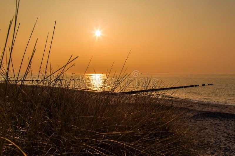 Ευμετάβλητο ηλιοβασίλεμα στη θάλασσα της Βαλτικής στοκ εικόνα