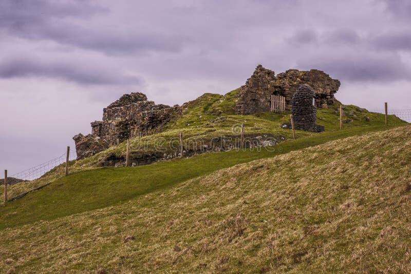 Ευμετάβλητος πυροβολισμός Duntulm Castle στοκ εικόνα