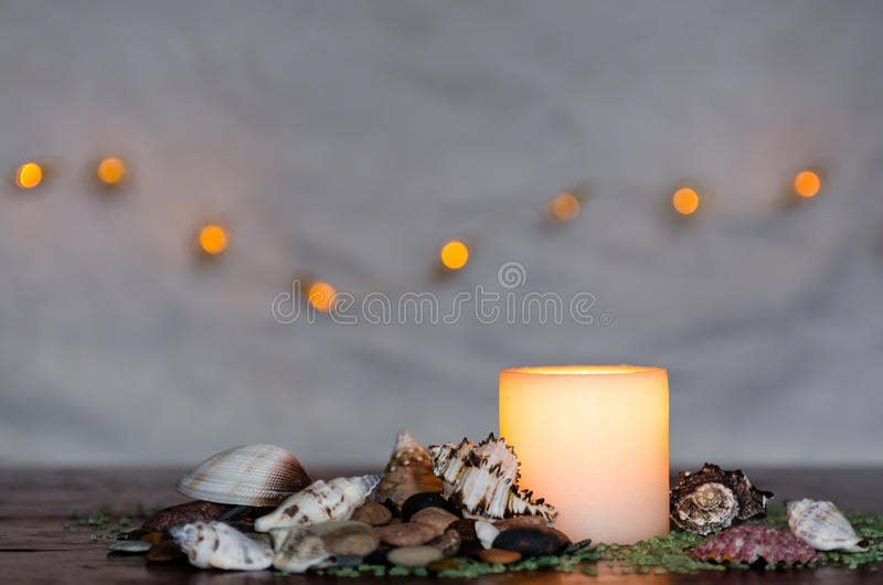 Ευμετάβλητο φως ιστιοφόρου με ένα συμπαθητικό συγκεχυμένο φως bokeh Τελειοποιήστε για τη SPA στοκ εικόνα