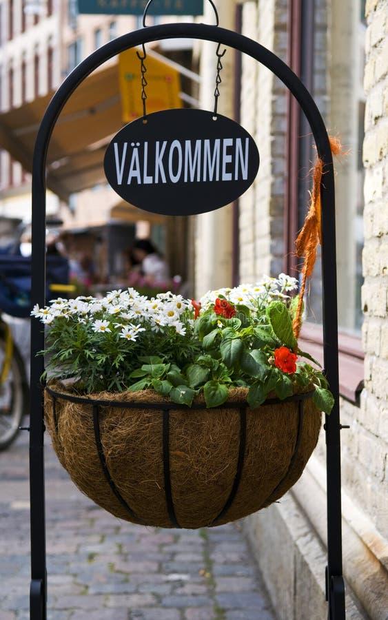 Ευπρόσδεκτο σημάδι σε σουηδικά στοκ φωτογραφίες