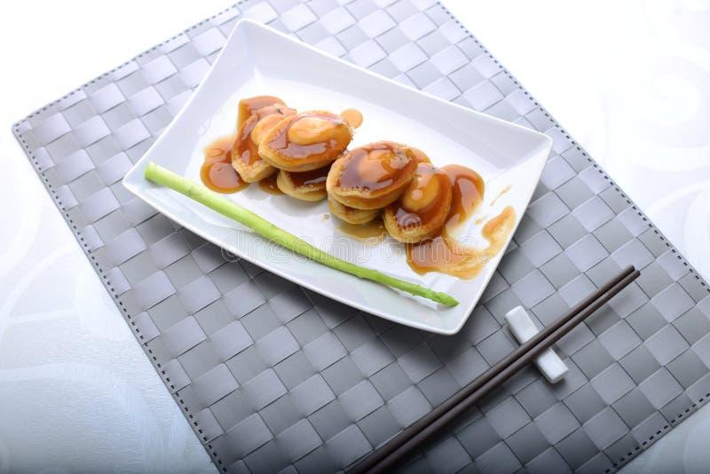 Ευρέως servings φυτωρίου σε μια λεπτή να δειπνήσει ρύθμιση στοκ φωτογραφία με δικαίωμα ελεύθερης χρήσης