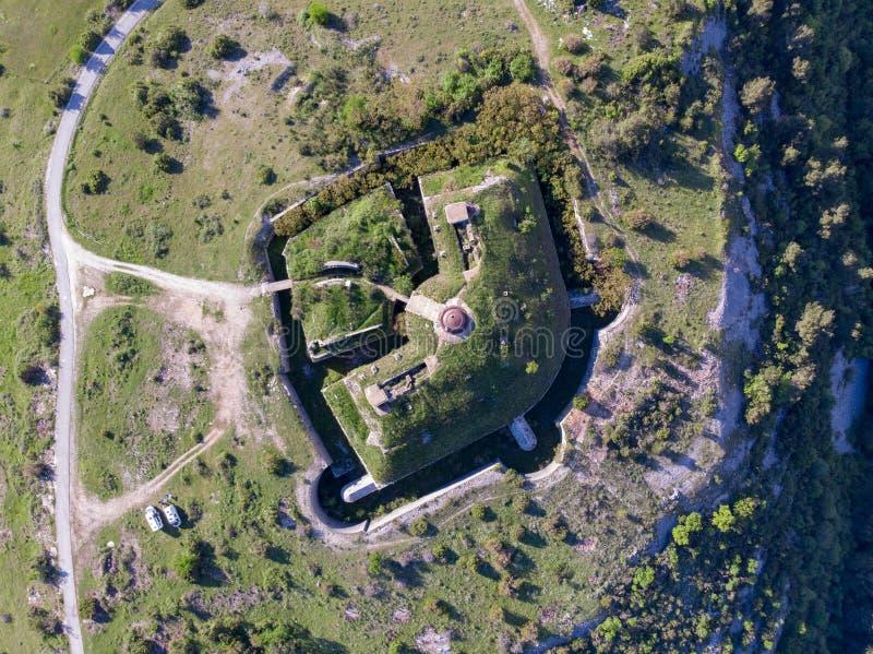 Ευρεία άποψη γωνίας φρουρίων Gorazda Thurmfort με τους τοίχους και τα εξωτερικά εσωτερικών κτήρια τοίχων και Μαυροβούνιο στοκ φωτογραφία με δικαίωμα ελεύθερης χρήσης