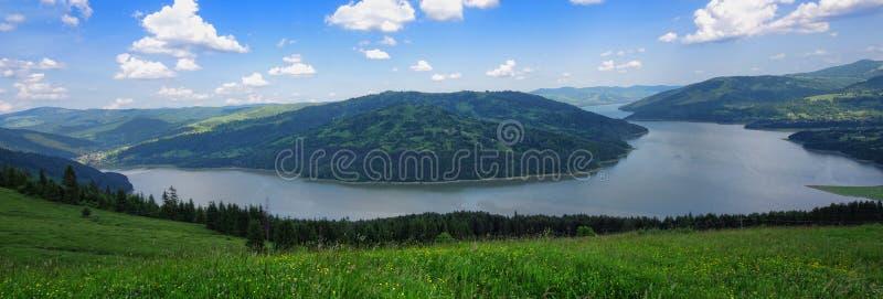 Ευρεία άποψη του πανοράματος λιμνών στοκ φωτογραφία