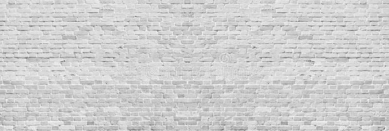 Ευρεία άσπρη σύσταση τουβλότοιχος Τραχιά ανοικτό γκρι εκλεκτής ποιότητας πλινθοδομή Ασπρισμένο πανοραμικό υπόβαθρο στοκ φωτογραφία με δικαίωμα ελεύθερης χρήσης
