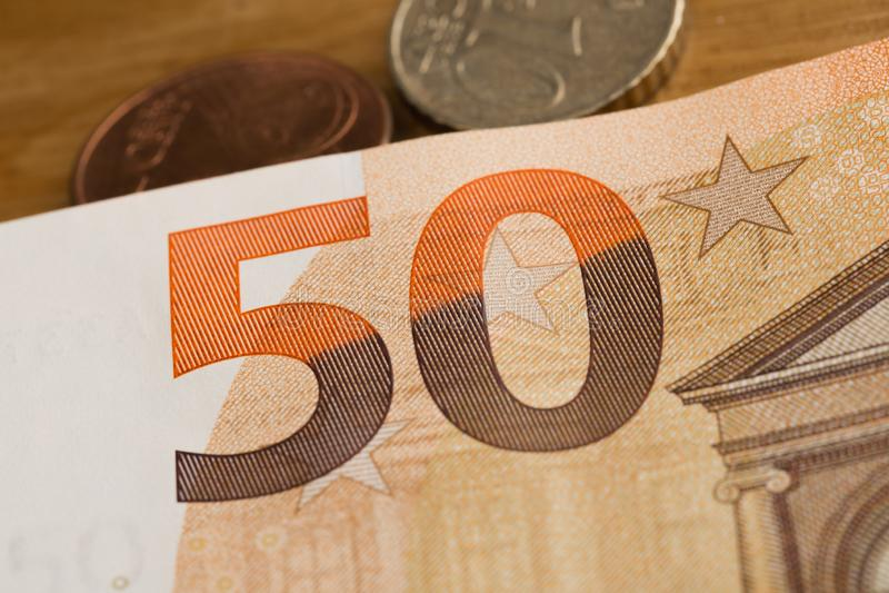 50 ευρο- εικόνα χαρτονομισμάτων και νομισμάτων στοκ εικόνες