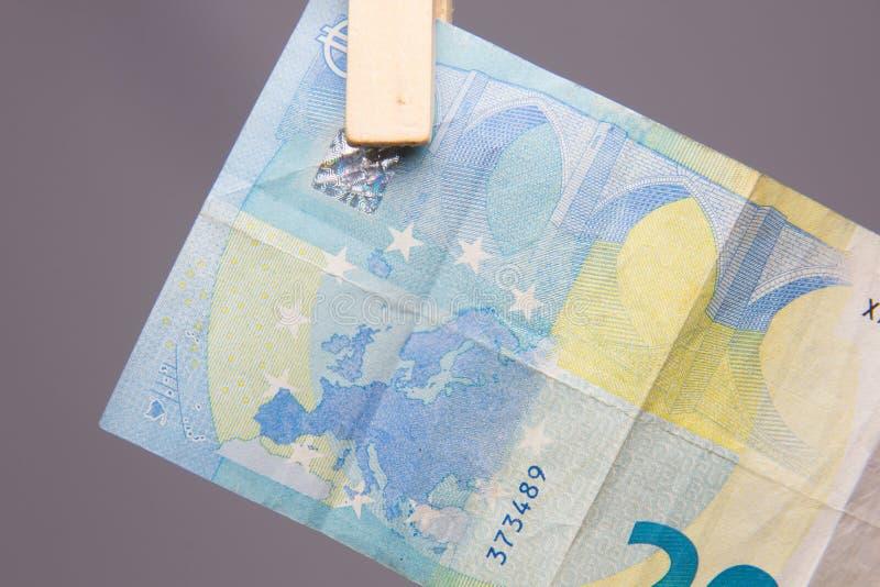 Ευρο- νόμισμα της νομικής προσφοράς, για να αγοράσει μέσα την αγορά στοκ εικόνα