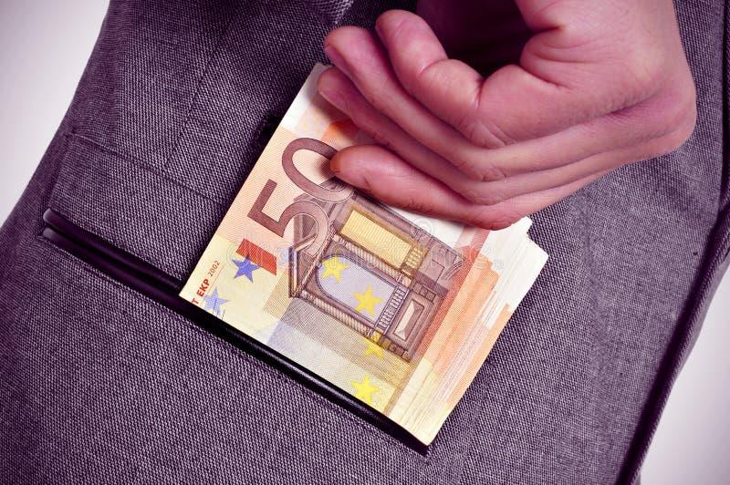 Ευρο- λογαριασμοί στην τσέπη στοκ εικόνες