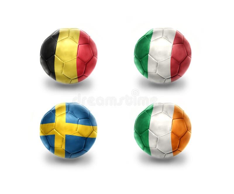 Ευρο- ομάδα Ε σφαίρες ποδοσφαίρου με τις εθνικές σημαίες του Βελγίου, Ιταλία, Σουηδία, Ιρλανδία απεικόνιση αποθεμάτων