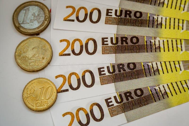 Ευρο- τραπεζογραμμάτια και μετρητά χρημάτων 200 ευρώ στοκ εικόνα