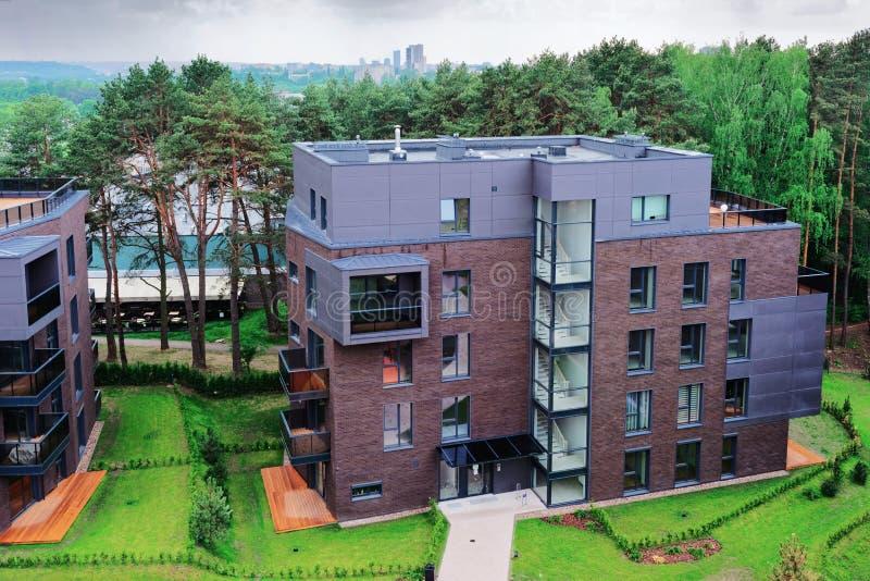 Ευρωπαϊκά σύγχρονα κατοικημένα κτήρια σύνθετα στοκ εικόνες