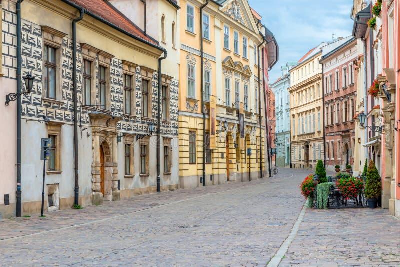 Ευρωπαϊκή κενή οδός με την αρχιτεκτονική στοκ φωτογραφίες με δικαίωμα ελεύθερης χρήσης