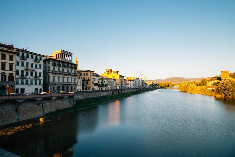 Ευρωπαϊκοί κτήριο και ποταμός Arno στη Φλωρεντία, Ιταλία στοκ εικόνες με δικαίωμα ελεύθερης χρήσης