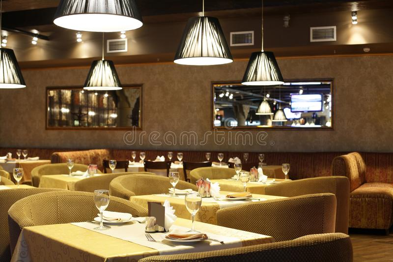 Ευρωπαϊκό εστιατόριο στα φωτεινά χρώματα στοκ φωτογραφίες