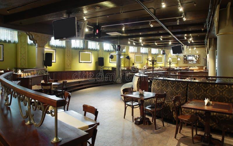 Ευρωπαϊκό εστιατόριο στα φωτεινά χρώματα στοκ φωτογραφία με δικαίωμα ελεύθερης χρήσης