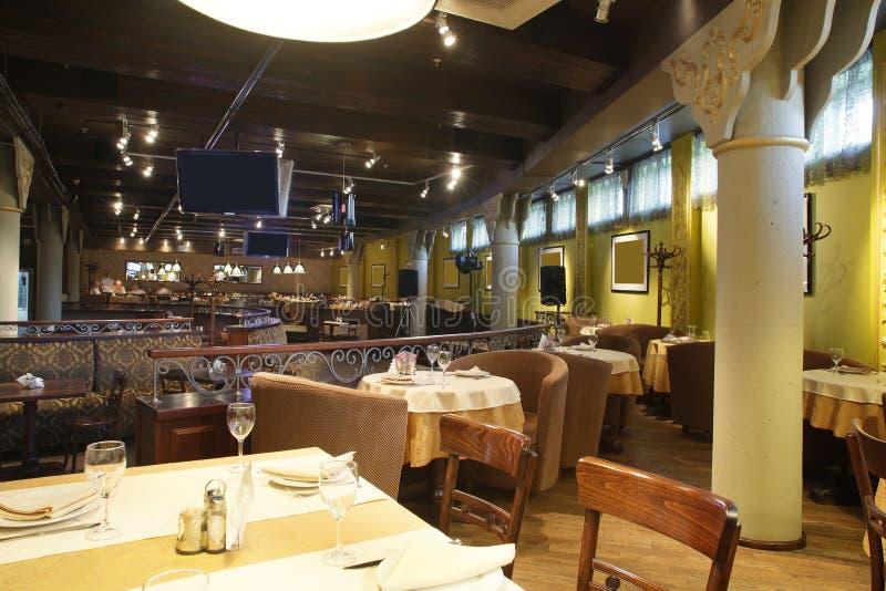 Ευρωπαϊκό εστιατόριο στα φωτεινά χρώματα στοκ εικόνα