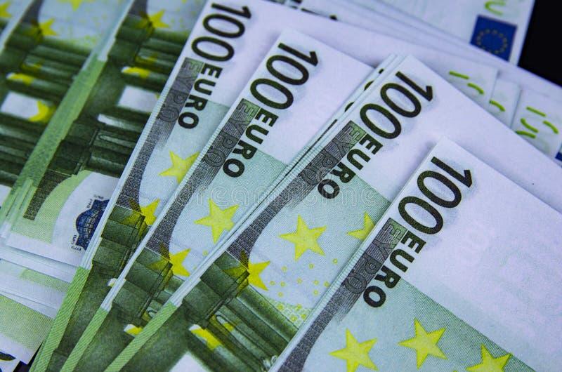 Ευρωπαϊκό ευρώ νομίσματος σε ένα μαύρο υπόβαθρο στοκ φωτογραφία με δικαίωμα ελεύθερης χρήσης