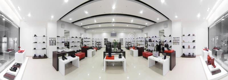 Ευρωπαϊκό κατάστημα παπουτσιών πολυτέλειας στοκ φωτογραφίες