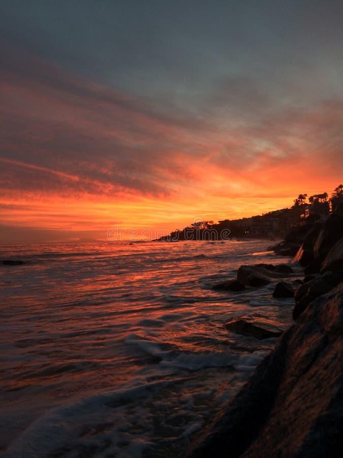 Ευρύ ηλιοβασίλεμα παραλιών στοκ φωτογραφίες με δικαίωμα ελεύθερης χρήσης