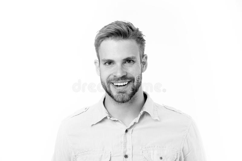 Ευτυχές άτομο με τη γενειάδα που απομονώνεται στο άσπρο υπόβαθρο Άτομο με το τέλειο χαμόγελο στο αξύριστο πρόσωπο Γενειοφόρος και στοκ εικόνα