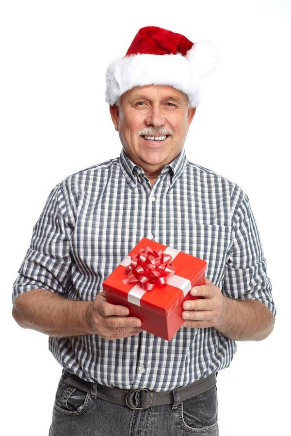 Ευτυχές άτομο Χριστουγέννων με το δώρο Χριστουγέννων. στοκ εικόνα