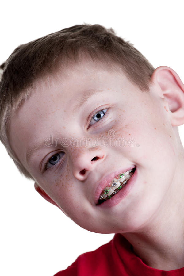 Ευτυχές αγόρι με τα στηρίγματα στοκ εικόνες