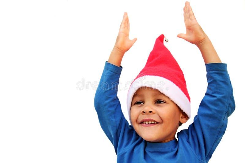Ευτυχές αγόρι που αναμένει με ενδιαφέρον τα Χριστούγεννα στοκ φωτογραφίες με δικαίωμα ελεύθερης χρήσης
