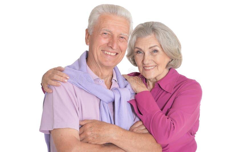 Ευτυχές ανώτερο ζεύγος που απομονώνεται στο άσπρο υπόβαθρο στοκ εικόνες