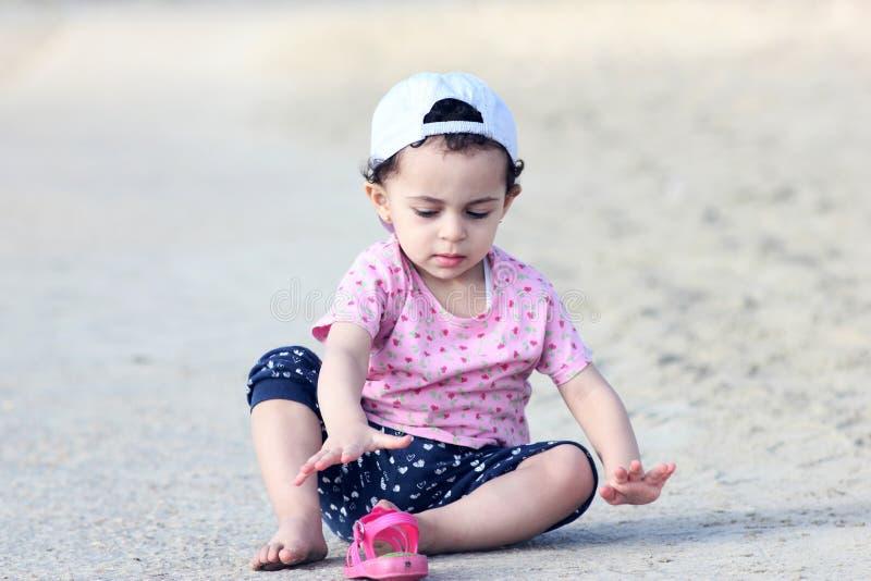 Ευτυχές αραβικό κοριτσάκι στοκ εικόνες με δικαίωμα ελεύθερης χρήσης